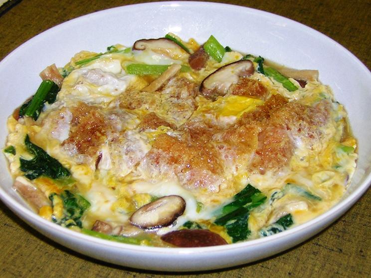 小松菜とカツの卵とじ