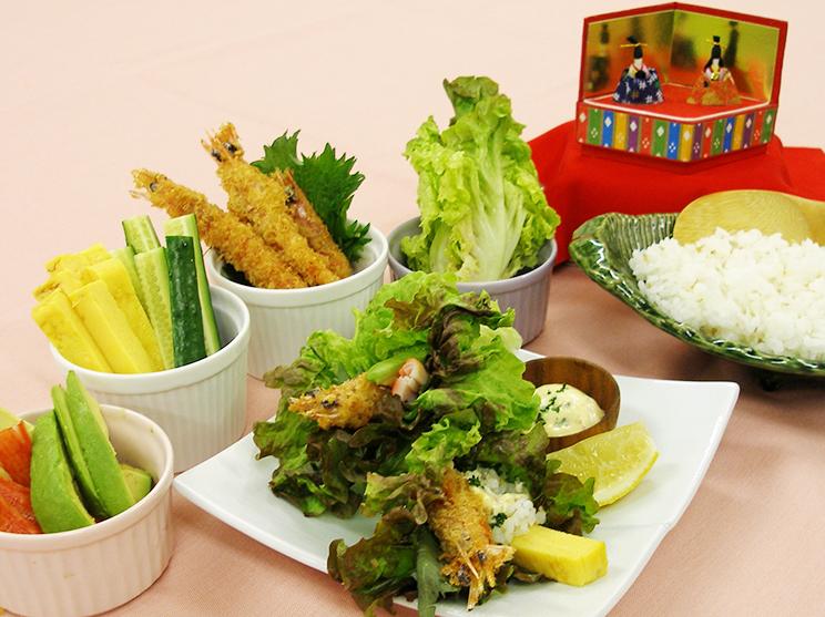 家族団欒 おすしのひな祭り~エビフライの野菜手巻き寿司~