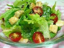 豆腐のクルトンのサラダ