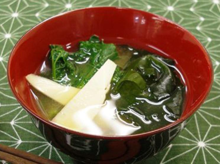わかめと春野菜の味噌汁